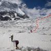 Первая ступень ледопада западной ветви ледника Хурдопин и наш путь через него.