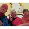 Кори Ричардс, Симоне Моро и Денис Урубко в базовом лагере Гашербрум II