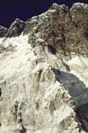 Палатка на 6700 находится там, где кончается снег на ребре (поворот направо)