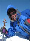На вершине Мак-Кинли Олег Банарь и православный крест.