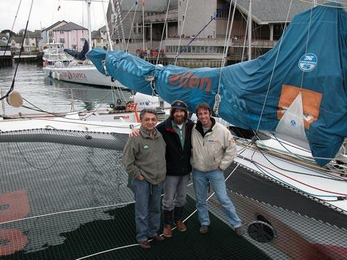 Федор Конюхов, Грант Косян и менеджер Эллен МакАртур на борту 75 футового тримарана  B&Q/Castorama
