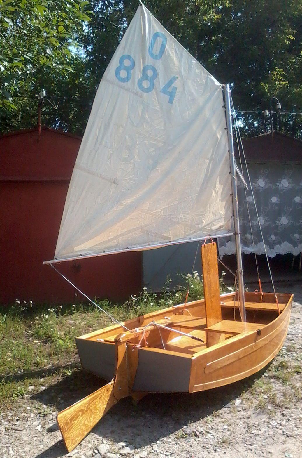 Прикажите построить для меня крепкую лодку с парусом